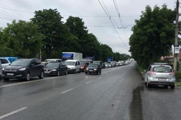 Через сильну зливу у Тернополі утворилися затори (Фото)