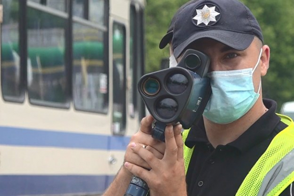 Тернопільські патрульні почали фіксувати швидкість за допомогою TruCam у місті