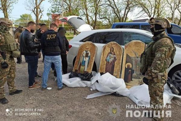 450 викрадених по всій Україні ікон чекають повернення у храми