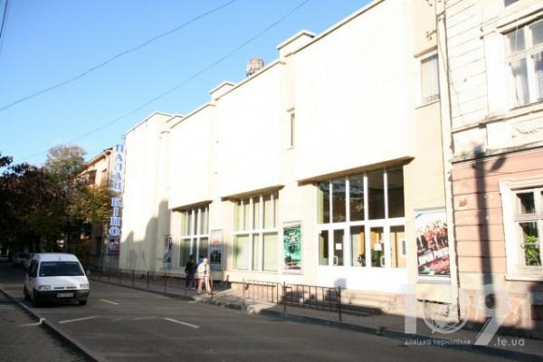 Прокуратура повертає громаді частину приміщення кінопалацу у Тернополі