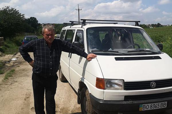 Привіз повний мікроавтобус сміття. На Тернопільщині злапали «за руку» засмічувача лісу