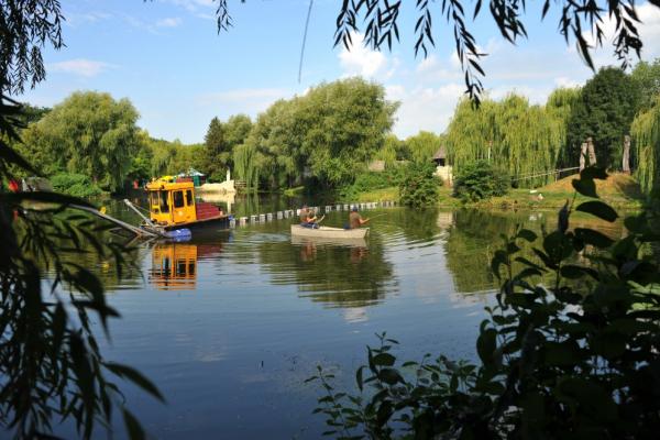 У Тернополі  продовжують очищувати водойми в гідропарку «Топільче»