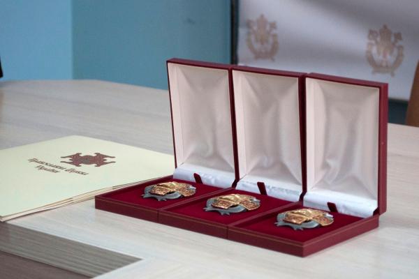«За боротьбу з COVID-19»: медиків з Тернопільщини нагородили Орденом Святого Пантелеймона