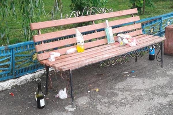 Молодь на Тернопільщині вже геть знахабніла (Фото)