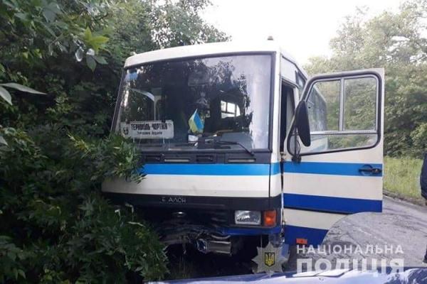 ДТП: на Тернопільщині не розминувся рейсовий автобус з легковою машиною