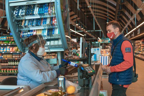 Як зупинити коронавірус? «АТБ» закликає носити маски та дотримувати соціальної дистанції