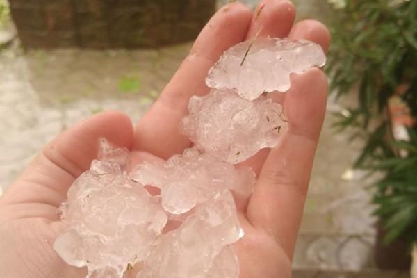 З неба подали куски льоду: негода ніяк не покидає Тернопільщину