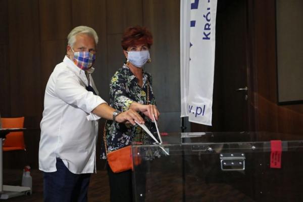 Вибори президента Польщі: у другий тур проходять чинний президент і головний опозиціонер - екзитпол