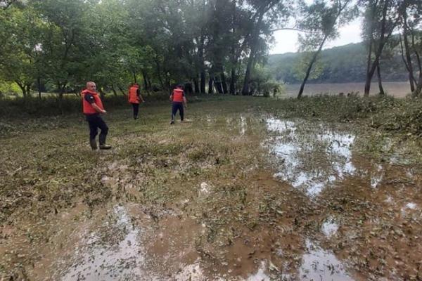 На Тернопільщині третій день шукають чоловіка, який потонув у Дністрі за жахливих обставин