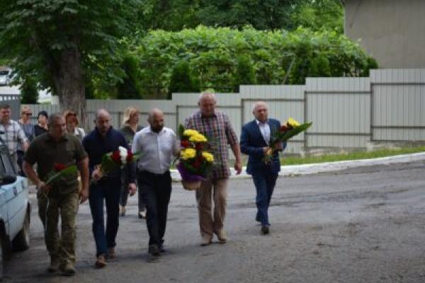 На тернопільщині поклали квіти до пам'ятної стели Роману Шухевичу
