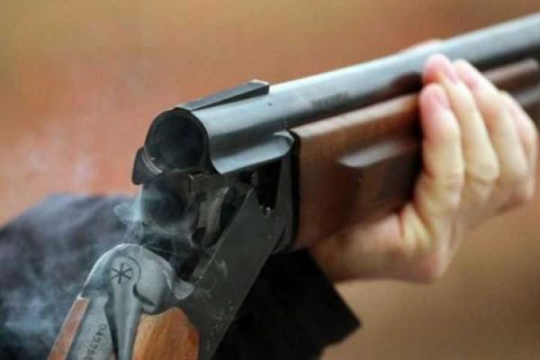 На Тернопільщині чоловік погрожував дружині рушницею через город