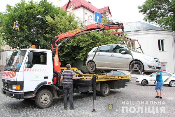 Тернопіль «очистили» від неправильно припаркованих автівок