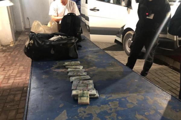 Тернополянин втратив на кордоні з Польщею понад 70 тисяч доларів США