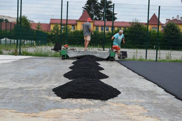 На Тернопільщині триває будівництво багатофункціонального спортивного майданчика