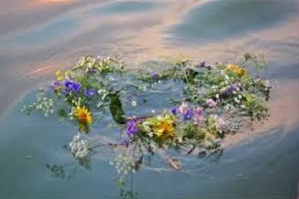 Жариною пам'яті ясніє купальська ніч з далекого дитинства
