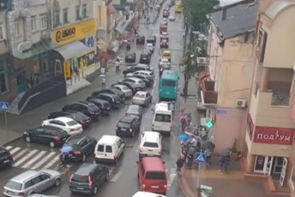 Через негоду у Тернополі виникли затори (Фото)