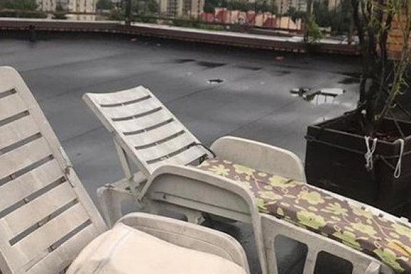 Тернополянин на даху дев'ятиповерхівки вирощував коноплю