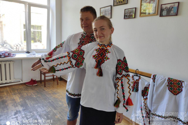 Вишиванки за 60 тисяч гривень: Лановецька міська рада придбала нові костюми ансамблю танцю «Ольвія»