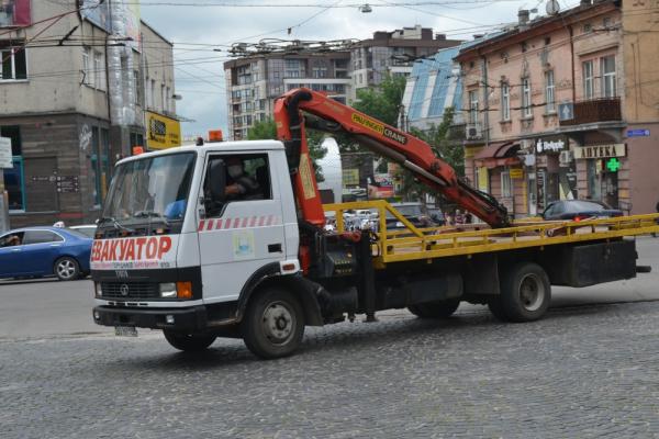 За п'ять днів з вулиць Тернополя евакуювали десять автомобілів