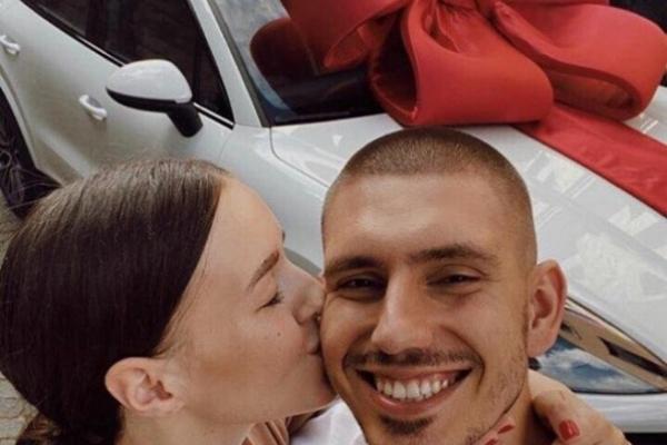 Син тернопільського екс-нардепа подарував дружині автомобіль вартістю більше 100 тисяч доларів