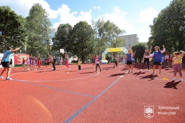 У Тернополі побудували унікальні спортивні майданчики під відкритим небом та збільшення соціальної допомоги