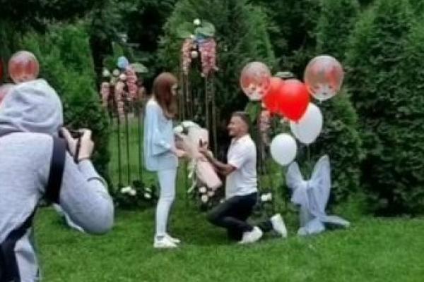 На Тернопільщині хлопець оригінально освідчився коханій (Відео)