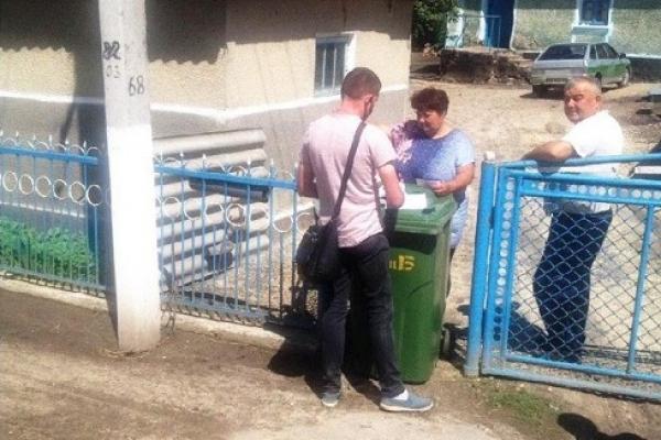 Жителям Лановецької громади безкоштовно роздають індивідуальні контейнери для сміття