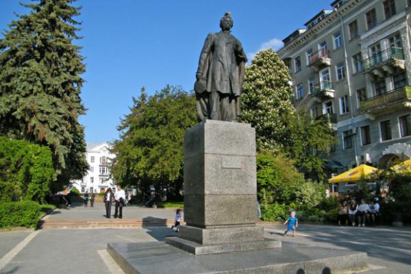 Пряме народовладдя: Тернополяни хочуть замість пам'ятника Пушкіну - пам'ятник українському діячу