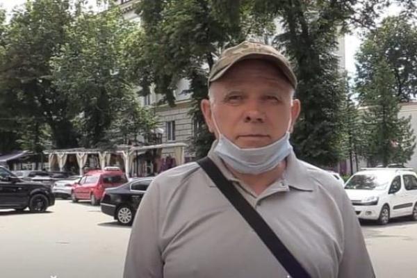 Тернополянин наглядно показав, як водії порушують правила паркування (Відео)
