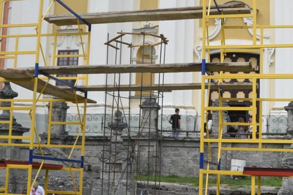 На Тернопільщині відновлюють відому скульптуру «Кременецьку Мадонну»