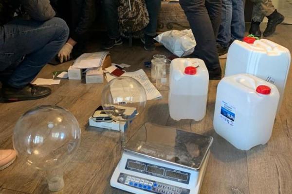 Обладнали підпільну нарколабораторію: на Тернопільщині судитимуть незаконне угрупування