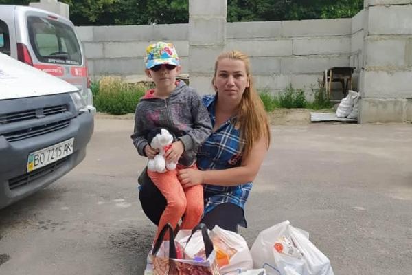 Тернополянам, які залишились без доходів через пандемію COVID-19, допомогли благодійники «Карітасу»