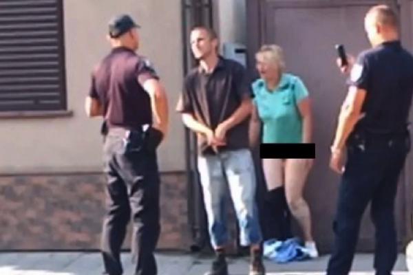 Парочка вирішила займалася сексом просто на вулиці (Відео 18+)