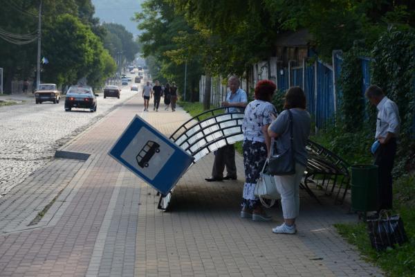 У Чорткові вандали поламали зупинку громадського транспорту