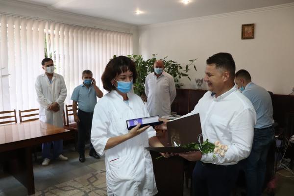 «Ви завжди поруч»: Віктор Овчарук відзначив медичних працівників Гусятинського району