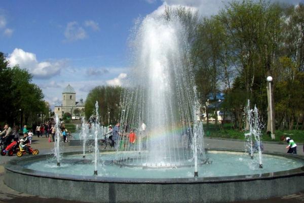 У Тернополі очищають фонтани