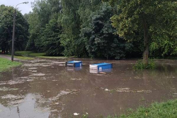 Наслідки зливи у Тернополі: парк Національного відродження у «воді»