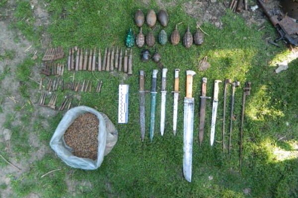 На Тернопільщині 55-річний чоловік створив арсенал зброї