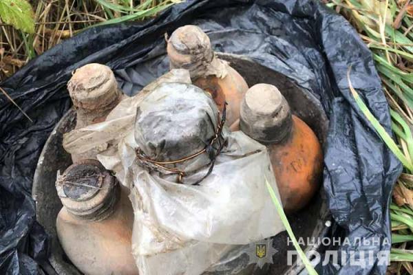 Поблизу гаражів у Тернополі знайшли 18 кілограмів ртуті