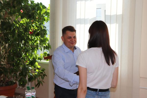 «Ви щохвилини рятуєте людські життя»: Віктор Овчарук відзначив медичних працівників Чортківщини