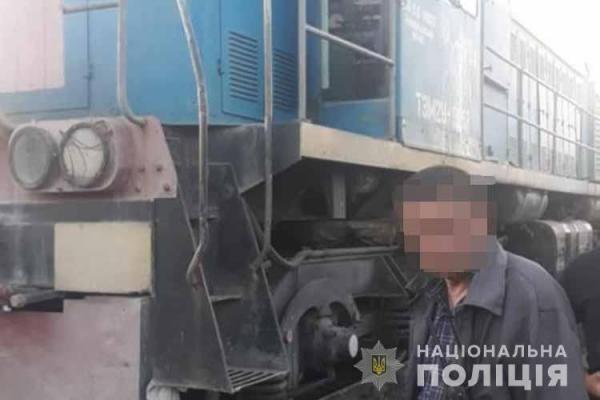 Впіймали на «гарячому»: на Тернопільщині працівник залізниці викрадав дизпаливо