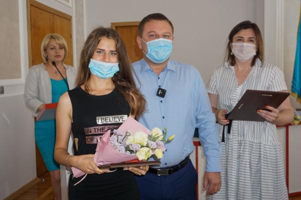 У Тернополі відзначили випускників, які набрали 200 балів на ЗНО