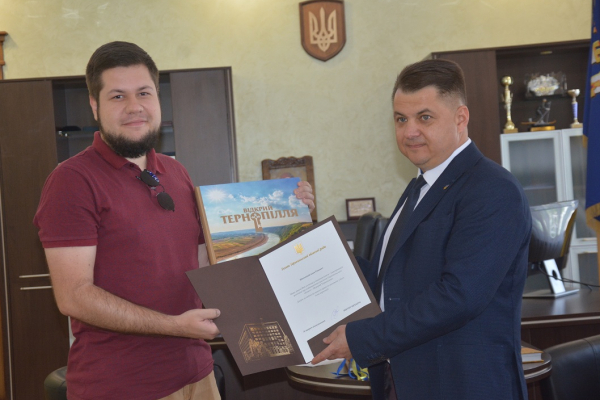 Віктор Овчарук подякував усім, хто долучився до створення видання «Відкрий Тернопілля»