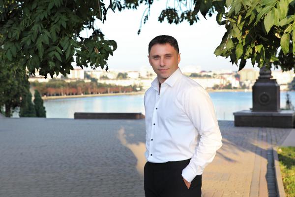 «Ми повернемо 80 гектарів землі на набережній ставу у Тернополі нашим військовим», - наголосив Олександр Кравчук, голова Тернопільської  регіональної організації «ОПОЗИЦІЙНОЇ ПЛАТФОРМИ – ЗА ЖИТТЯ»