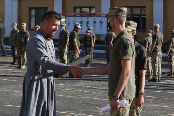 «За впорядковування місця пам'яті на Тернопільщині»: військовослужбовців відзначили нагородами