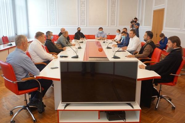 Священнослужителів Тернопільщини закликали дотримуватися карантинних обмежень під час богослужінь