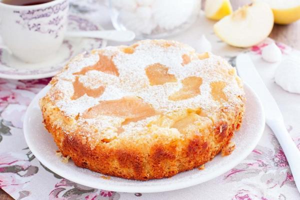 Пиріг з яблуками - простий рецепт класичної шарлотки