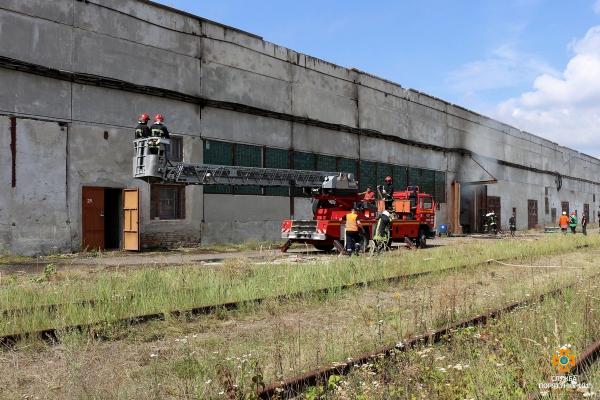 У Тернополі горять складські приміщення