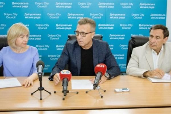 Дніпро першим в Україні запровадив медичне страхування педагогів