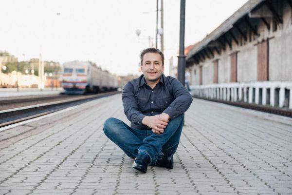 Вуличний інтелігент з Тернополя розповів про заробітки, більярд і жінок